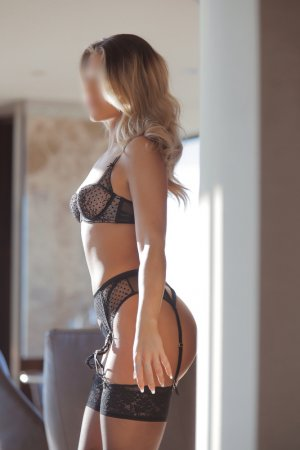 Dezil casual sex & incall escort
