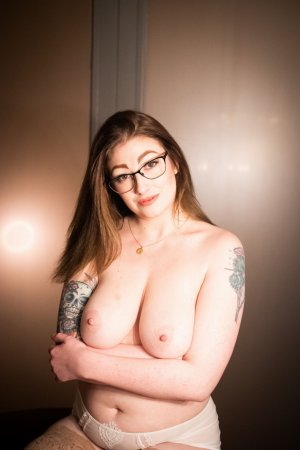 Mackenzy free sex & escort girl